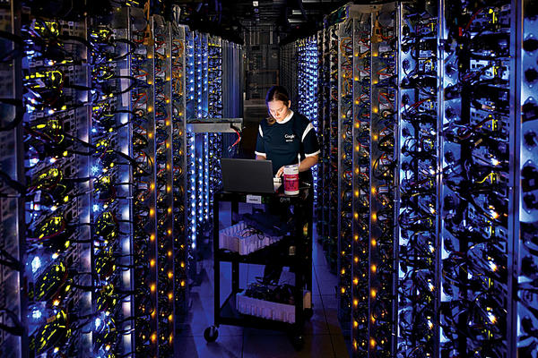 Fra i dati immagazzinati dalla NSA anche posizione geografica, rete di conoscenze e contenuto della fotocamera