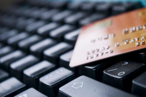È consigliabile fare acquisti su computer aggiornati e protetti