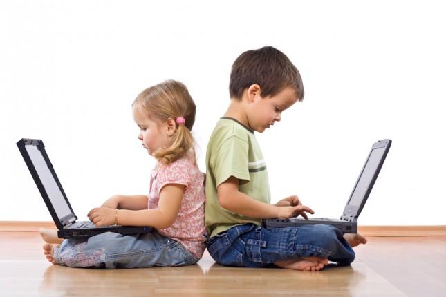 Sicurezza sui social network, evitare di postare foto di bambini