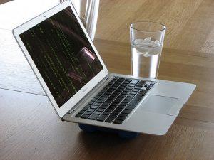 I Mac hanno un meccanismo di spegnimento d'emergenza che si attiva quando i sistemi di raffreddamento del pc non riescono a tenere a bada l'alta temperatura