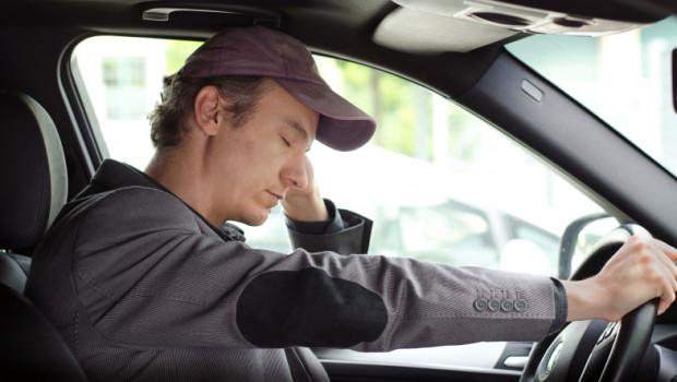 Il colpo di sonno in auto è una delle cause più frequenti di incidenti