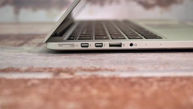 Gli ingressi laterali del MacBook Pro 2015
