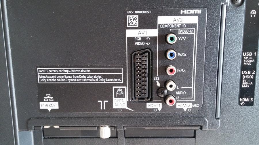 Panasonic Viera AS650, numerose le connessioni a disposizione nella parte posteriore del Tv.