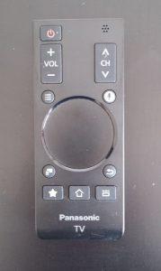 Panasonic Viera AS650, il telecomando secondario offre un trackpad per facilitare la navigazione web e le funzioni multimediali.