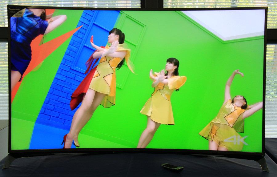 Il Panasonic Viera CR850, top di gamma 2015 a schermo curvo.
