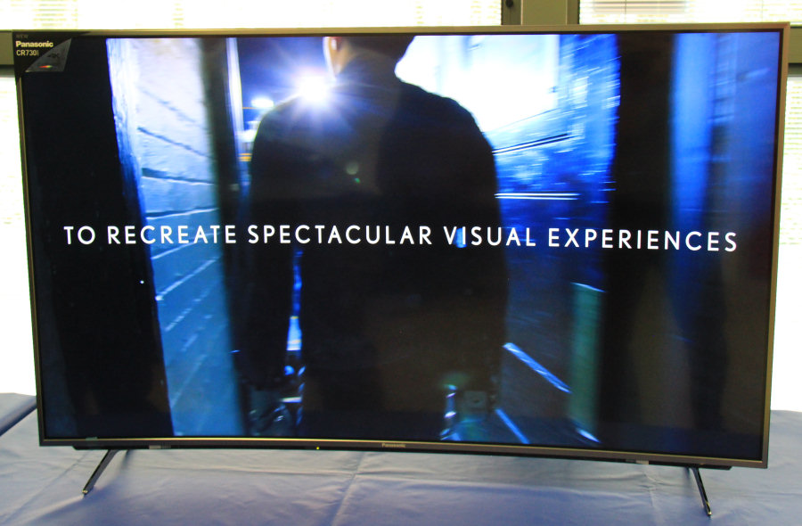 Panasonic Viera, il continuo miglioramento della qualità delle immagini è nel DNA della casa giapponese. Nella foto, il modello CR730 a schermo curvo.
