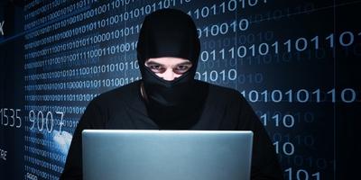 Le aziende private vendono ai Governi la possibilità di controllare i dispositivi informatici di chiunque. E se questo potere finisse nelle mani sbagliate di criminali, dittatori o venisse impiegato per piegare la democrazia?