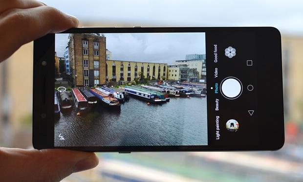 Huawei Honor 7. Le caratteristiche della fotocamera. Un ottimo 20MP frontale con una gestione dei colori abbastanza buona