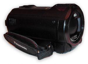 Panasonic HC-WX970: gradevoli le mini cuffie stereo integrate