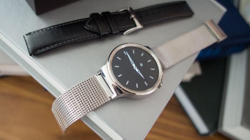 Recensione Huawei Watch: il quadrante è molto grande rispetto alla media, ma con materiali antigraffio resiste bene all'utilizzo