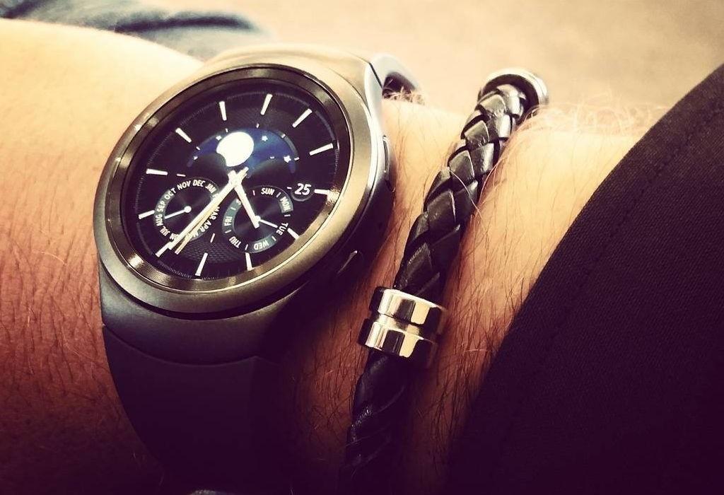 Smartwatch Samsung Gear S2: le caratteristiche dei modelli differiscono leggermente in grandezza ma soprattutto in sistema operativo