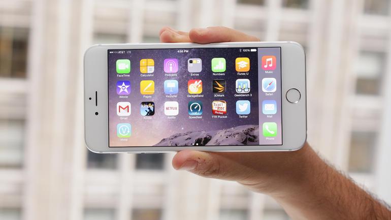 iPhone 6 Plus. Recensione: il sistema operativo è iOs 8 con funzionalità aggiuntive studiate apposta per il display 5,5 pollici del iPhone 6 Plus