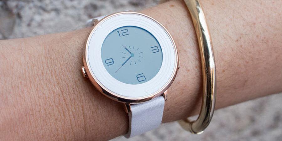 Pebble Time Round offre una buona gamma di colori, materiali e personalizzazioni che lo rendono adatto a ogni pubblico.
