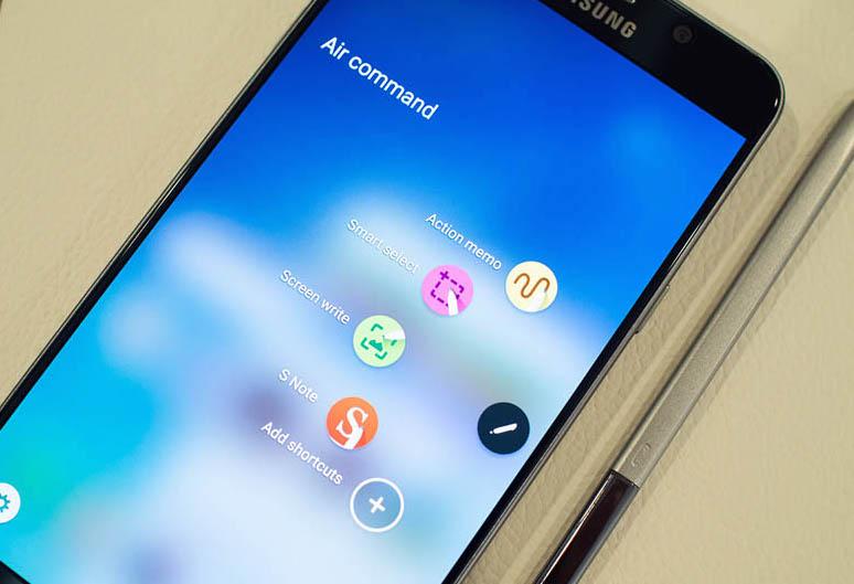 """La nuova funzione """"Air command"""" di Samsung Galaxy Note 5 permette di accedere facilmente alle tre app più utilizzate"""