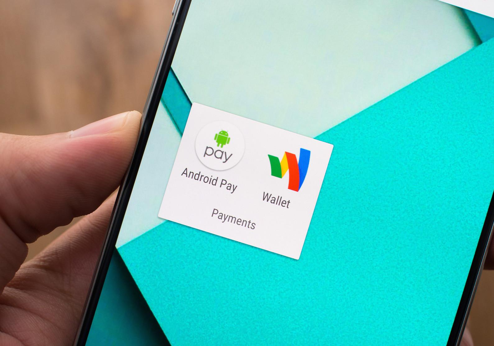 Le due applicazioni create da Google per i servizi di pagamento: Google Wallet (2011) e Android Pay
