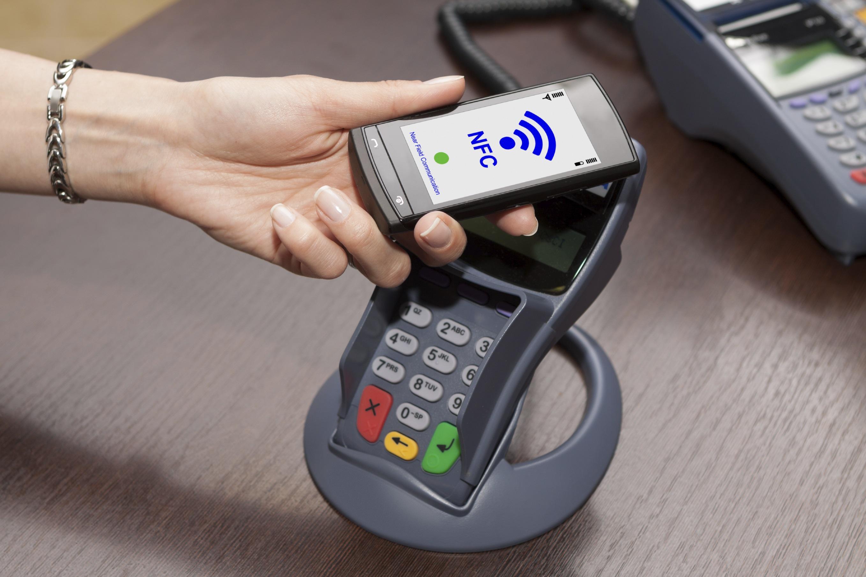 la tecnologia NFC - Near field communication permette di pagare avvicinando il telefono al terminale