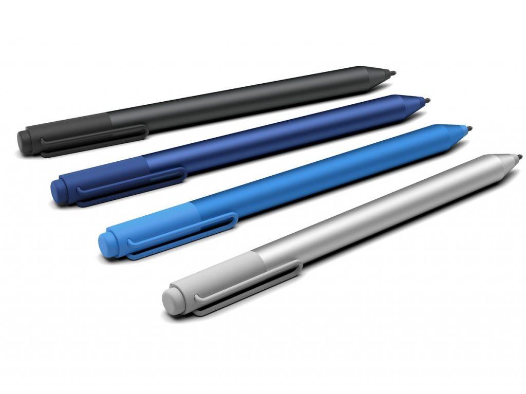 Il Microsoft Surface Pro 4 rende molto più bella e comoda anche la penna, con un apposito supporto e il tasto in alto che apre OneNote