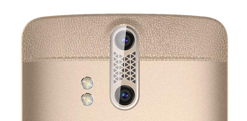 Lo ZTE Axon ha degli inserti sul retro, che conferiscono una immagine piuttosto elegante.