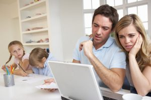 Come difendersi da un bullo virtuale: la prevenzione e il dialogo in famiglia, è la prima forma di difesa.