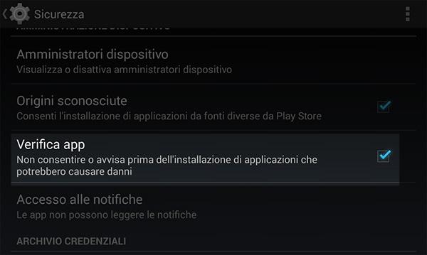 Di base il sistema di sicurezza Android non permette l'installazione di app provenienti da fonti esterne al Google Play Store. L'utente può tuttavia disattivare questa opzione dalle impostazioni di sicurezza