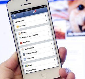 Eliminare le app Facebook è possibile anche dalle app per smartphone e tablet.