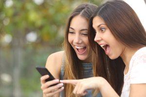 Approvazione sociale. Quale meravigliosa tentazione di postare foto sempre più esplicite?