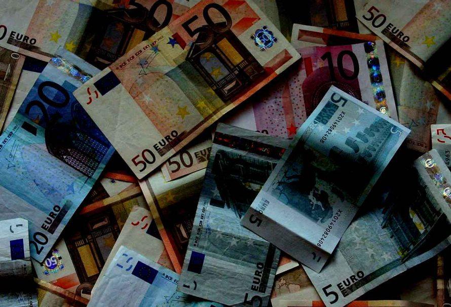Come riciclare denaro sporco online. Così i criminali usano il web