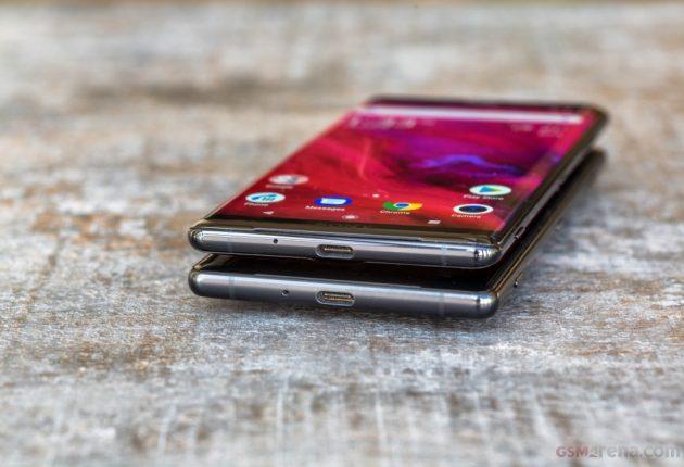 Sony Xperia XZ3 è abbastanza sottile. La combinazione alluminio più vetro potrebbe essere sensibile al calore se usato per molte ore