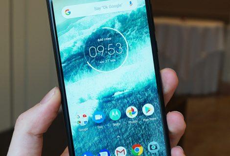 Motorola One recensione. Lo smartphone medio che vuol sembrare top