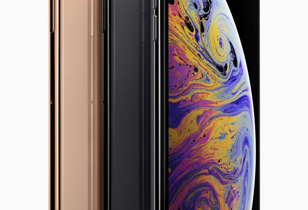 Nell'immagine ufficiale si vede subito l'elegante dell'iPhone XS Max abbinata a dimensioni davvero ragguardevoli