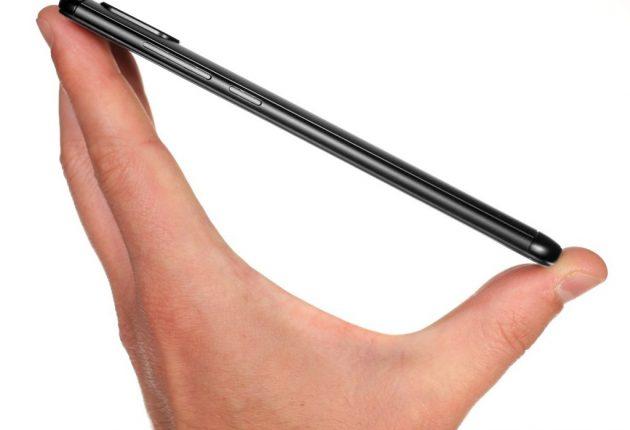 Nel complesso Xiaomi Redmi Note 5 è sottile e comodo in mano.