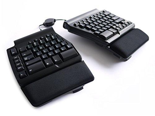 E' la migliore fra le tastiere meccaniche. Punta tutto sulla netta divisione in due parti. Inoltre è molto compatta per ridurre drasticamente i movimenti necessari