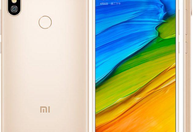 Xiaomi Redmi Note 5 ha un buon design, e un display brillantissimo. Xiaomi ha avuto il coraggio di non seguire la moda del notch e di lasciare il display completamente pulito e perfettamente rettangolare