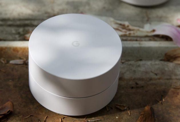 Google WiFi ha una buona potenza in ogni punto della casa. Fantastica la funzione che disconnette i dispositivi con segnale debole e li riconnette in maniera indolore al nodo più forte. Avremmo preferito invece una controllo più dettagliato sull'hardware