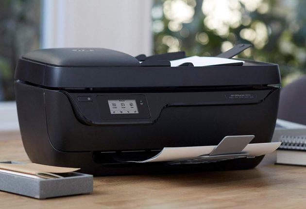 OfficeJet 3833 dà il suo meglio nella stampa di foto e testi. Anche se la velocità la rende adatta per bassi volumi di produzione