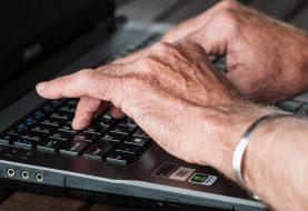 Studio. Anziani più bravi dei giovani a difendere privacy e reputazione online